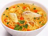 Бистра пилешка супа с месо от филе, фиде и картофи